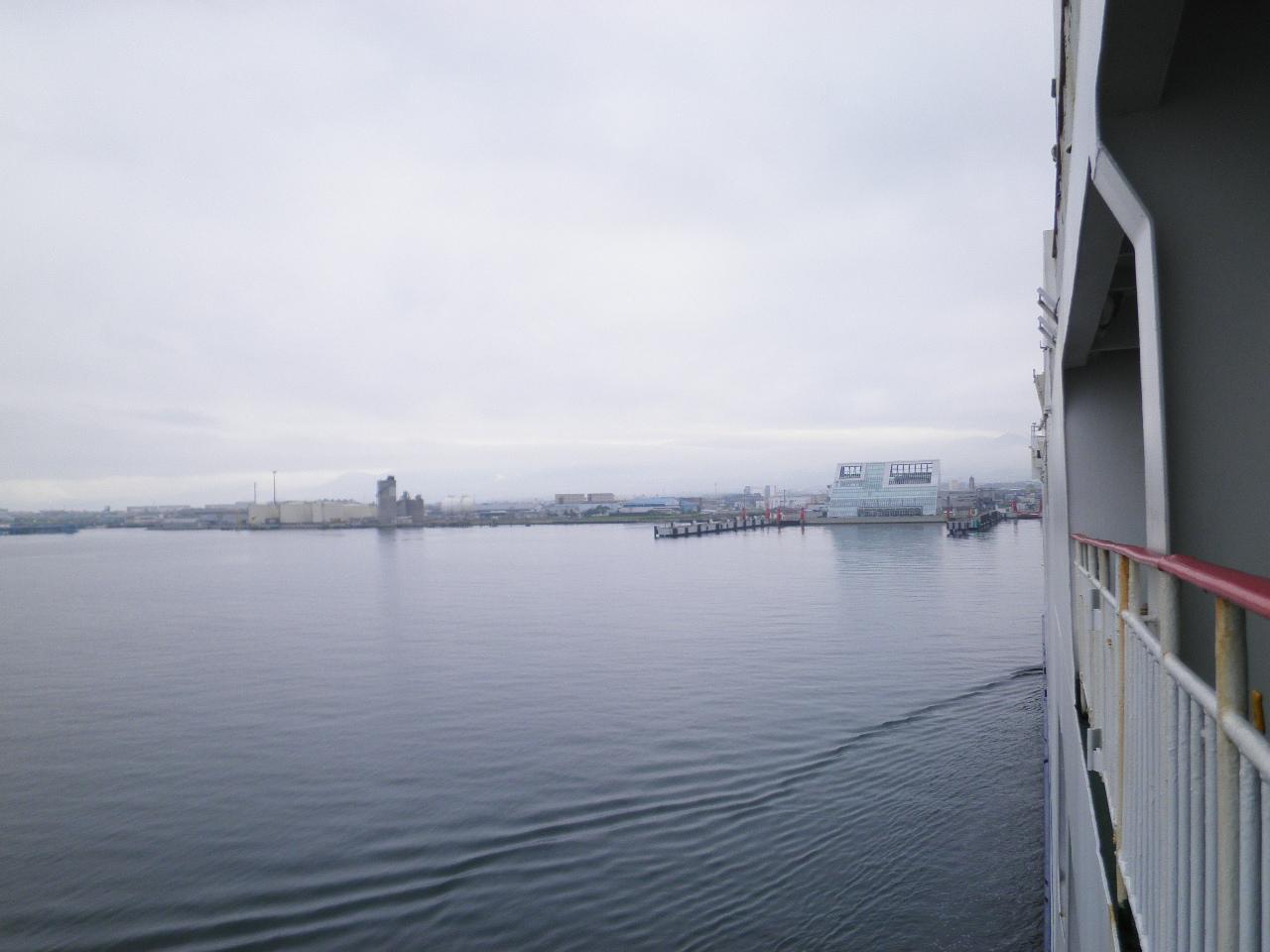 函館着岸①P6084741.JPG